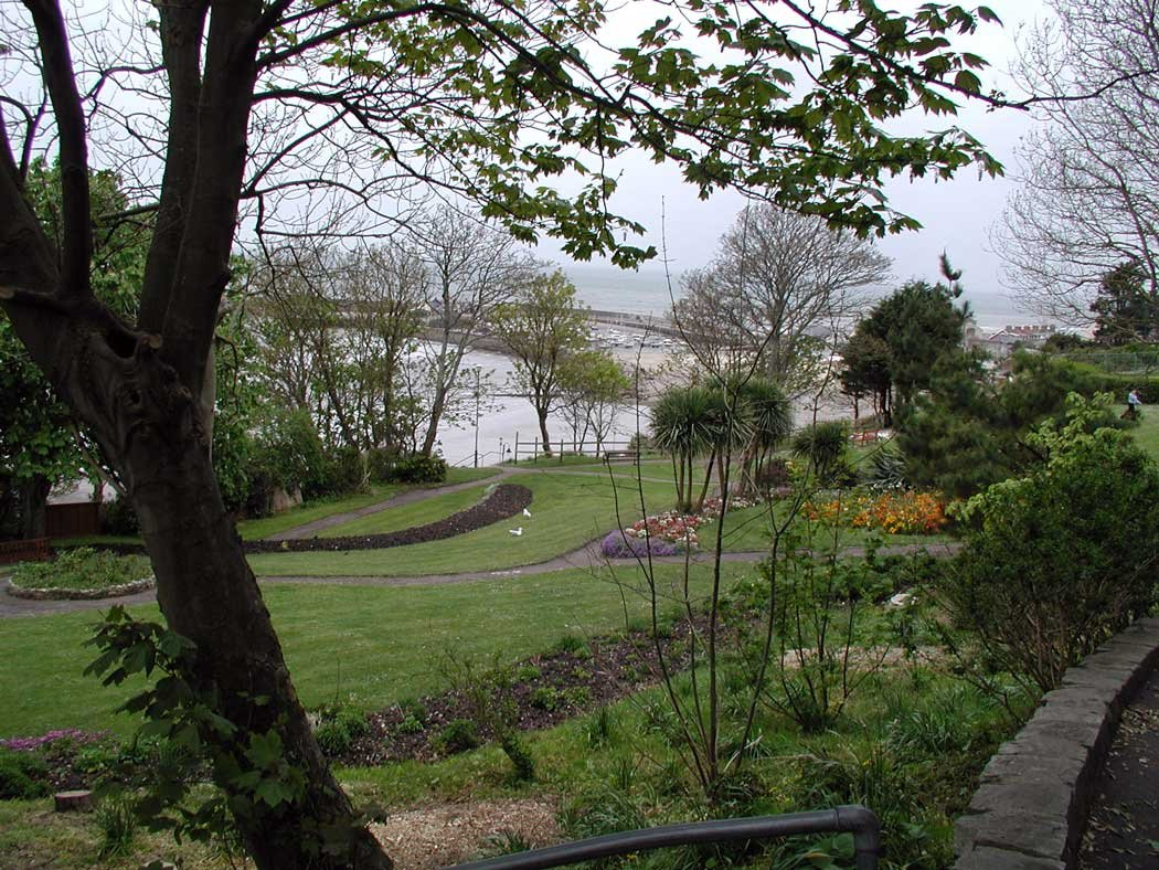 view-thro-gardens